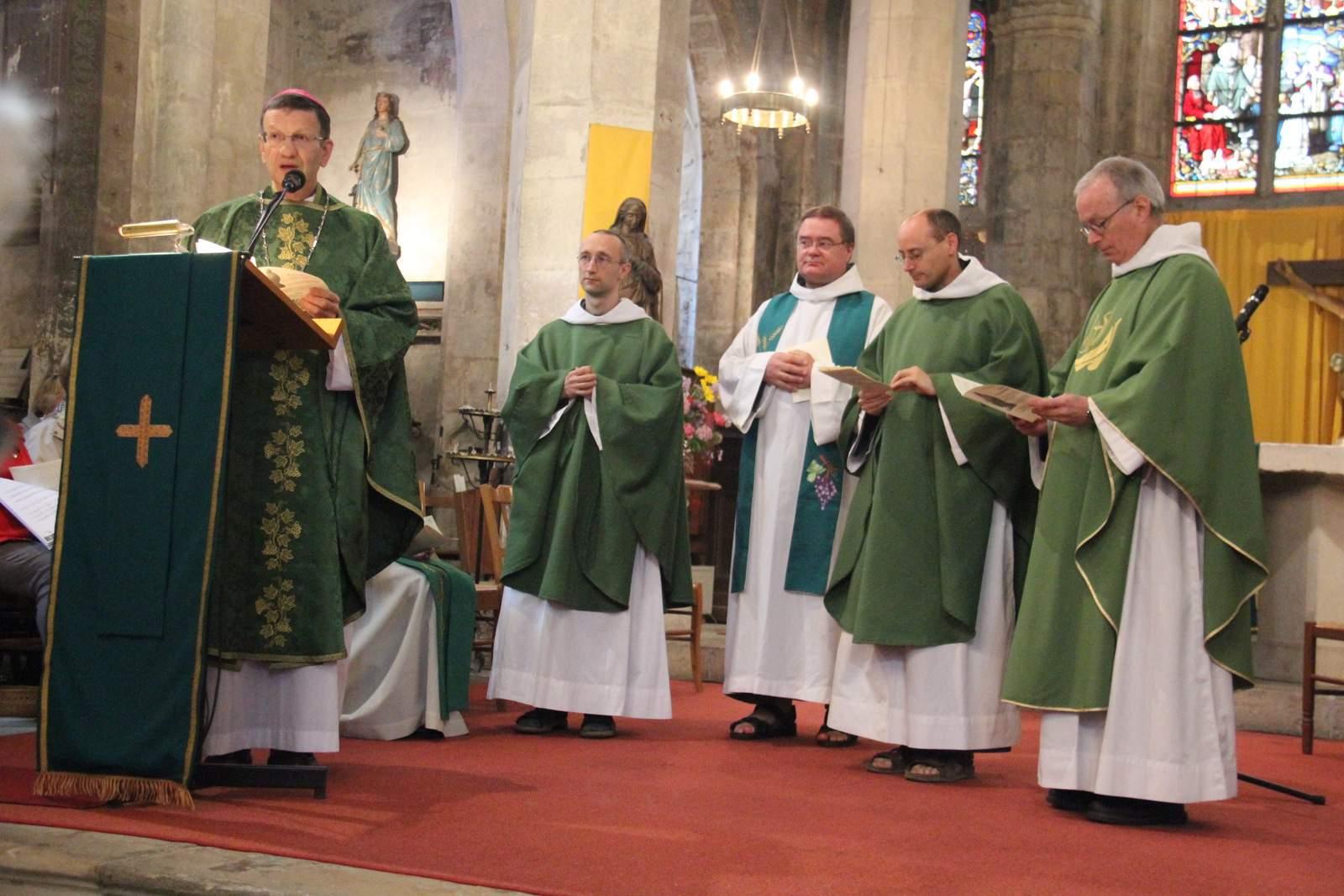 l'Evêque d'Autun installe les frères à la paroisse